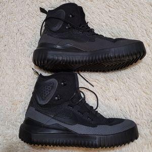 Nike air wild mid triple black.